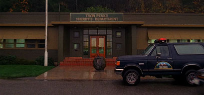 Front shot of the Twin Peaks Sheriffs department.
